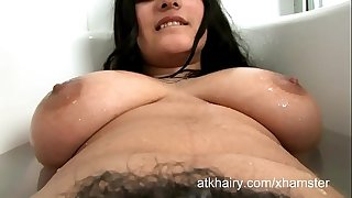 HAIRY BHABHI BATHING